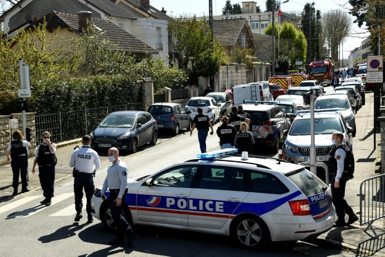 Une policière tuée à la suite d'une attaque terroriste — Rambouillet ( France)