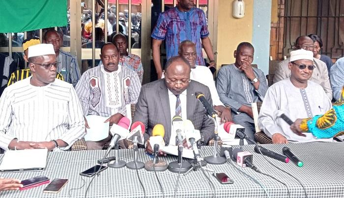 Burkina: «Le spectre de la famine»  plane  «en plus des cadavres qui continuent de s'empiler», estime Eddie Komboigo