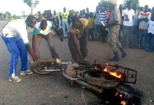 LUTTE CONTRE LA FRAUDE: Un fonctionnaire des douanes échappe de peu au lynchage à Boussé