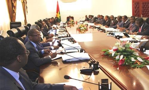 Après un mois de vacances, le conseil des ministres reprend ses droits