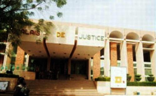 Justice: Le directeur de publication de l'Ouragan condamné à 12 mois de prison