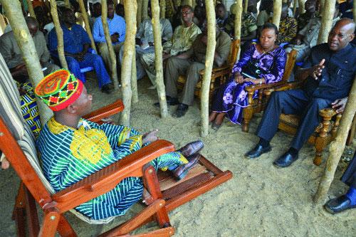 Affrontements entre communautés à Zabré: Le gouvernement au chevet des familles endeuillées