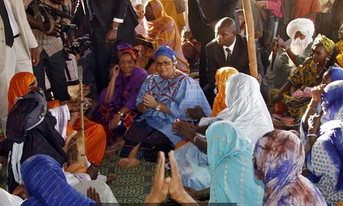Réfugiés maliens du camp de Sagnioniogo: Les Premières dames du Mali et du Burkina apportent leur soutien