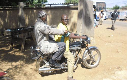 Taxis moto à Tenkodogo: Un gagne pain à organiser