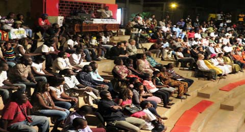 Concert dédicace de Mister Yopi et de Féenose: La salle de spectacle de Reemdogo refuse du monde