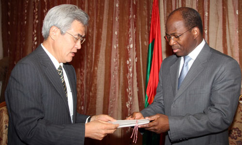 Le nouvel Ambassadeur du Japon s'est présenté au Chef de la diplomatie burkinabè