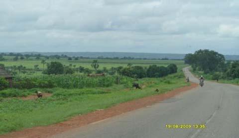 Bobo-Banfora: La route qui mène vers le cimetière