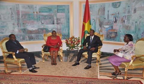 La directrice exécutive du PAM et la représentante résidente de la Banque mondiale chez Blaise Compaoré