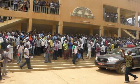 INTIFADA A L'UNIVERSITE DE OUAGADOUGOU:                                   Le Premier ministre face à  la colère des étudiants