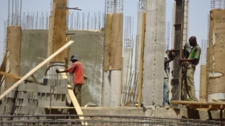 Ouvrier sur les sites de construction: entre abnégation et risques