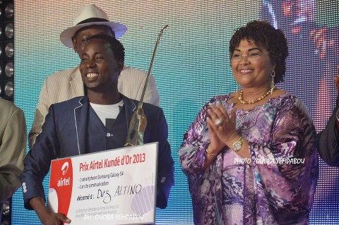 Dez Altino remporte le Kundé d'or de la musique burkinabè devant Floby