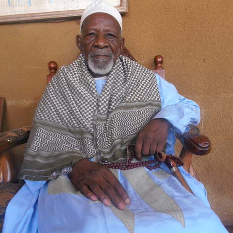 Sa majesté M'Pa Yacouba Sanou : chef traditionnel apolitique, palais modeste