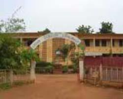 Lycée Ouezzin Coulibaly à Bobo-Dioulasso: Les élèves barricadent la circulation pour soutenir leurs professeurs en grève