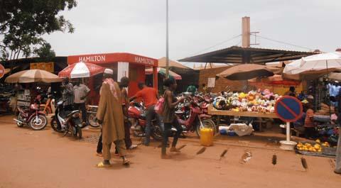 Article 37 et sénat: Les commerçants du grand marché de Bobo ont d'autres préoccupations
