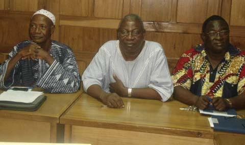 Secrétariat exécutif du REN-LAC:  Pr. Blaise SONDO passe le témoin au Dr. Claude WETTA