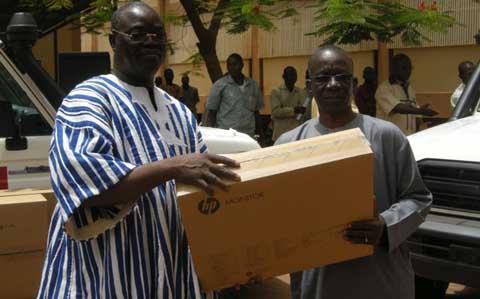 Ministère de la santé: L'UNFPA offre du matériel roulant et informatique de 105 400 500f CFA