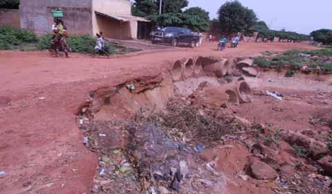 Quartier Sarfalao de Bobo-Dioulasso: Le pont de la chapelle endommagé