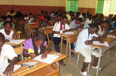 Examens du secondaire: le ministre Ouattara donne le top départ