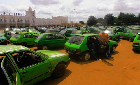 Bobo-Dioulasso: Après l'opposition, les taximen occupent la place  Tiéfo Amoro