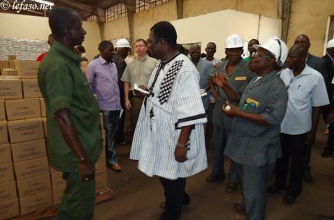 Mévente dans les huileries de Bobo: Le Gouverneur sur le terrain
