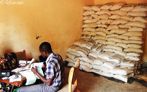 Mesures sociales gouvernementales à Ouaga: Grande affluence à la boutique témoin n°1 de l'arrondissement 3