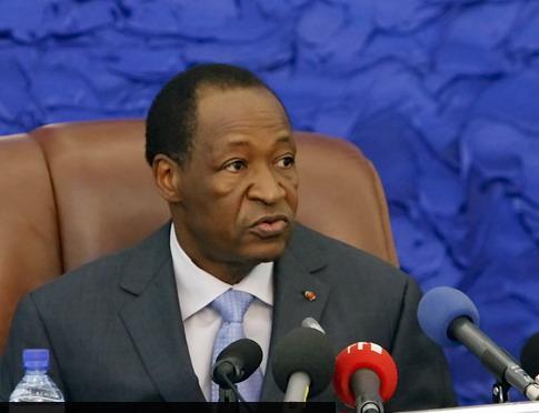Blaise Compaoré répond, «dans l'urgence», aux questions de l'émission «Internationales» (TV5/RFI/Le Monde).