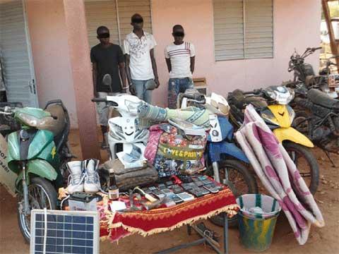 Vols avec effraction dans les domiciles à Kaya: Trois présumés cambrioleurs mis aux arrêts