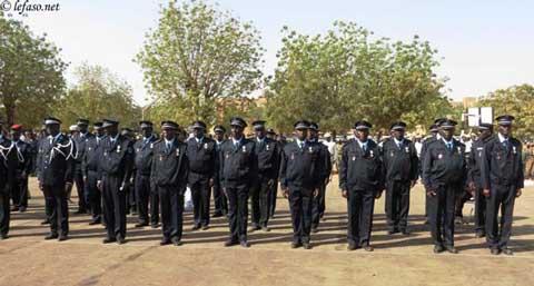 Décorations: le mérite de 130 policiers reconnu