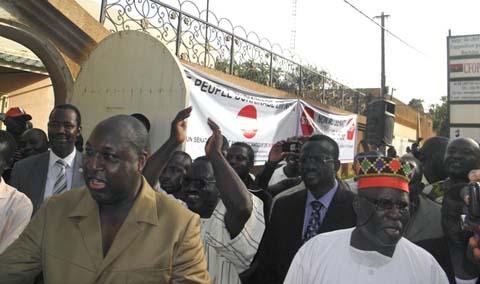 Lutte pour le pouvoir au Faso: L'opposition veut reprendre la main