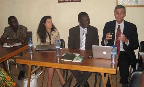 Micro AID: Promouvoir l'éducation et l'accès aux services financiers