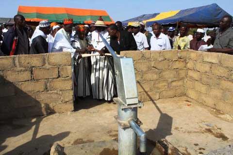 Koubri: Boukary Berehoundougou et ses amis offrent un forage à Peelé