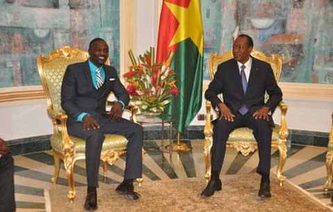 Electrification rurale: Akon en parle avec le président Blaise Compaoré