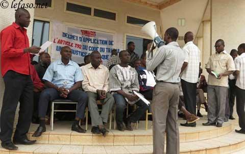 Grogne sociale: Les inspecteurs et contrôleurs du travail en sit-in