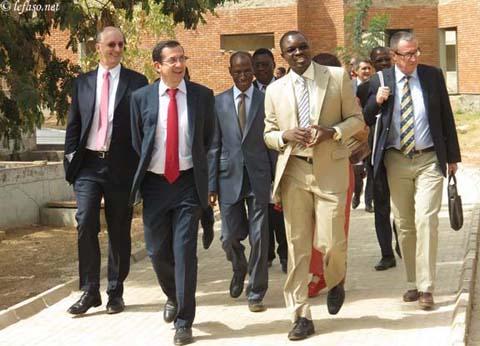 Education: L'ambassadeur de France au Burkina visite l'institut 2iE