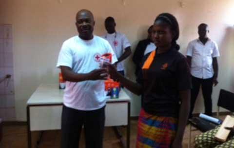 Croix rouge Burkina: Des lampes solaires pour encourager l'éducation et la  scolarisation des filles