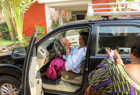 La Lonab offre un véhicule au Médiateur du Faso