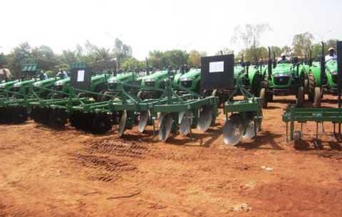 Mécanisation de l'agriculture burkinabè: 300 tracteurs pour les producteurs de coton