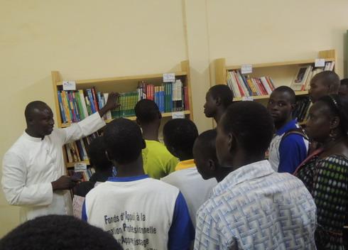 Paroisse St Augustin de Bissighin: Une bibliothèque pour les élèves, les étudiants et les travailleurs