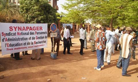 Ministère des enseignements secondaire et supérieur: Des membres des personnels de l'administration et de gestion en sit-in pour des indemnités