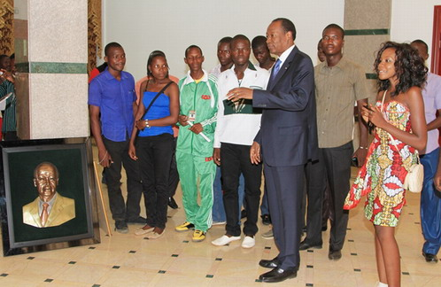 Visite du palais présidentiel: Blaise Compaoré en guide inattendu fait découvrir Kosyam