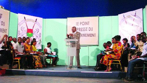 Mesures sociales du gouvernement: Le ministre de l'action sociale en reparle avec les journalistes