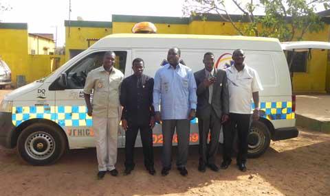 Diaspora burkinabè: Des militants de l'UPC offrent une ambulance à Zéphirin DIABRE