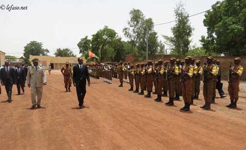 Blaise Compaoré en visite aux camps militaires Guillaume et Lamizana