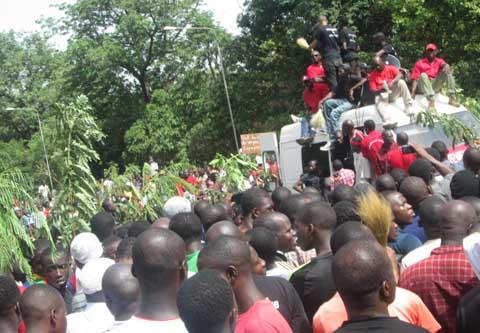Sit-in et marche à l'hôpital Souro Sanon de Bobo: Le nombre des manifestants  a fait la force