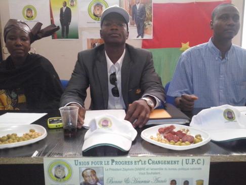 Burkina-Espagne: Des militants de l'Union pour le Progrès et le Changement (UPC) donnent de la voix