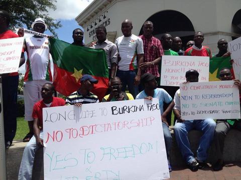 Les Burkinabè de Houston (USA) disent non au référendum