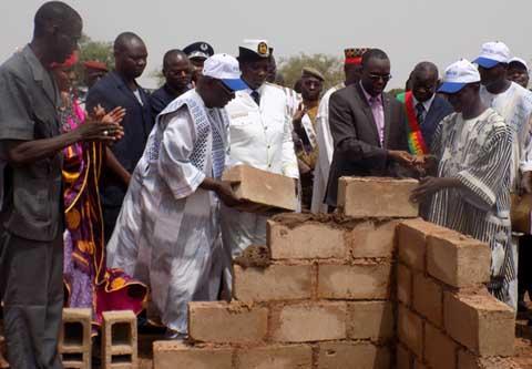Le Premier ministre à Kaya sur les chantiers du 11 décembre 2015