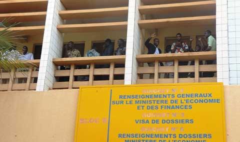 Sit-in des  financiers: Des grévistes  arrêtés ou  gazés au sein du ministère