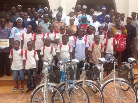 Arrondissement n°2 de Bobo-Dioulasso: Les meilleurs élèves et enseignants récompensés