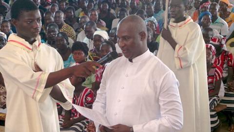 Religion: Vœux chez les religieux de la Sainte Famille à Sâaba.
